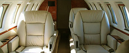 Interior de la Hawker 1000 Jet Privado